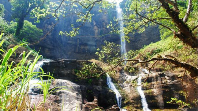 Salah satu air terjun di Geopark Ciletuh