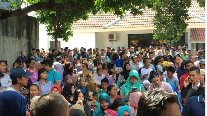Orangtua korban vaksin palsu di RSIA Mutiara Bunda.