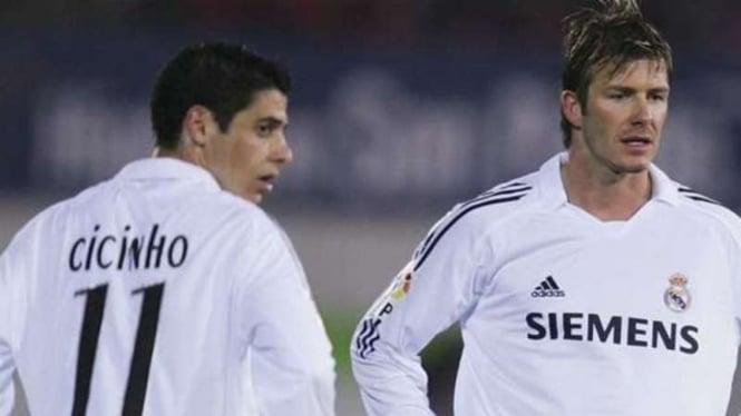 Mantan pemain Real Madrid, Cicinho (kiri)