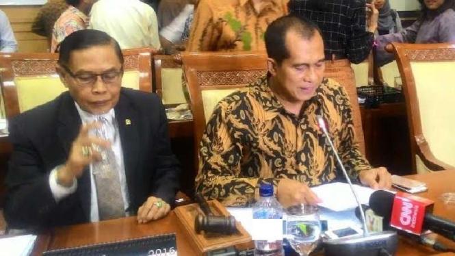 Ketua Komisi I DPR RI Abdul Kharis Almasyhari di Gedung DPR, Senayan.
