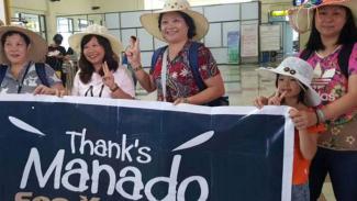 Rombongan turis asal China saat tiba di Bandara Sam Ratulangi Manado, Sulawesi Utara, beberapa waktu lalu.