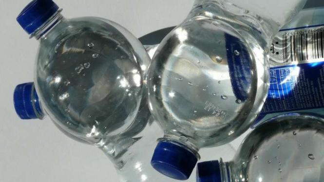 Ilustrasi Botol Minuman