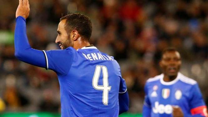 Bek Juventus, Medhi Benatia rayakan gol ke gawang Tottenham Hotspur