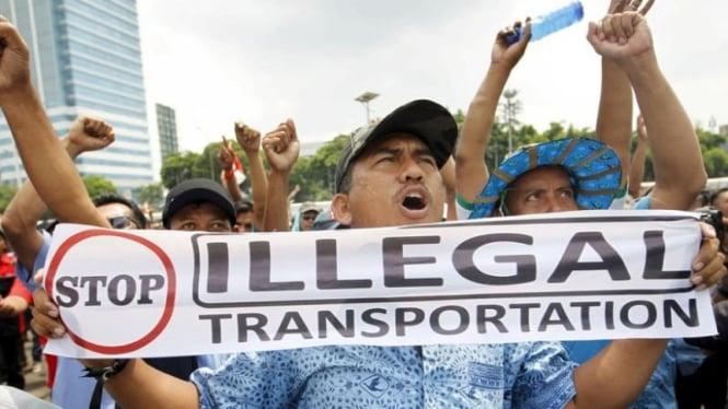 Demonstrasi penolakan taksi berbasis online di Jakarta beberapa waktu silam.