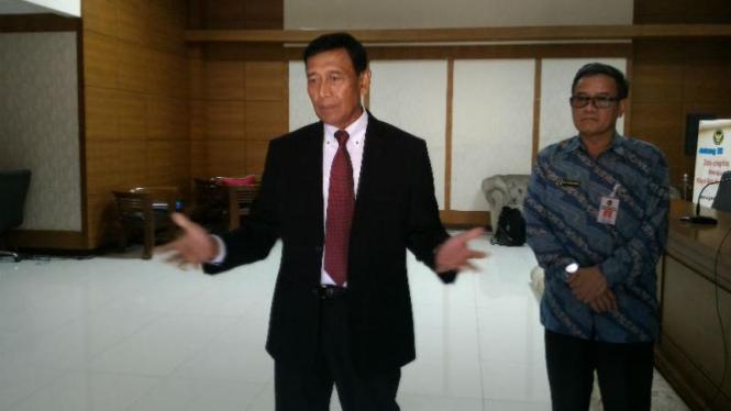 Menteri Koordinator Politik, Hukum, dan Keamanan, Wiranto.