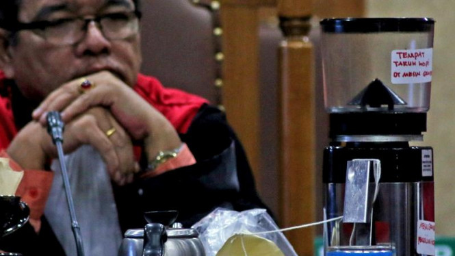 Barang bukti kasus pembunuhan atas Wayan Mirna Salihin