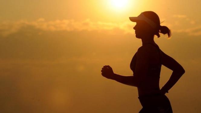Luar Biasa, Wanita Ini Pompa Asi Saat Lari Maraton