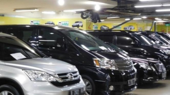 Dealer mobil bekas Dynamic di WTC Mangga Dua