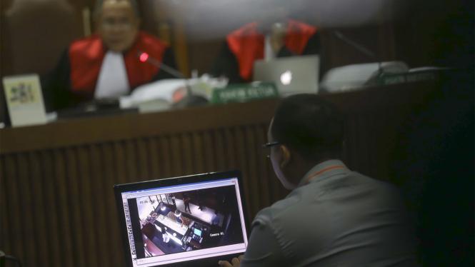Sidang Lanjutan Jessica - Pemutaran Ulang CCTV