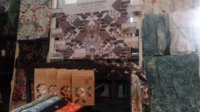 Carita Dasa Windu, Batik Rudy Habibie