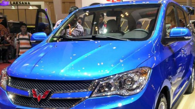 Mobil MPV Wuling diperkenalkan di GIIAS 2016.
