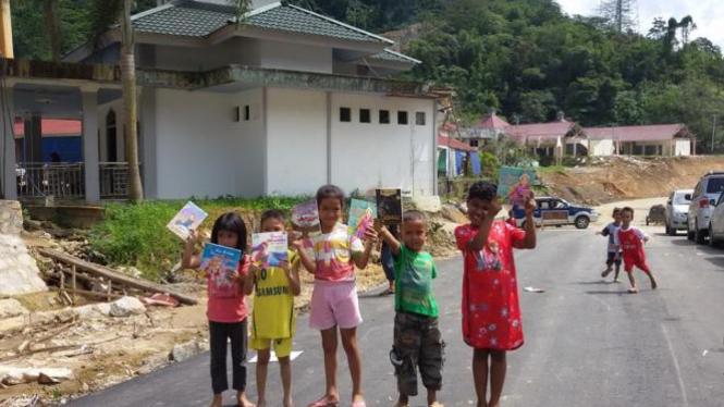 Ilustrasi/Aktivitas anak-anak di perbatasan antara Indonesia dan Kalimantan Barat di Entikong