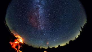 Saksikan Puncak Hujan Meteor Akan Terjadi Selasa Besok