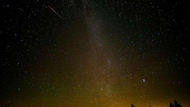 Penampakan hujan meteor Perseid