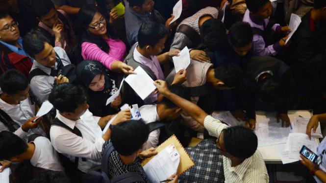 Ribuan Pencari Kerja Padati Job Fair