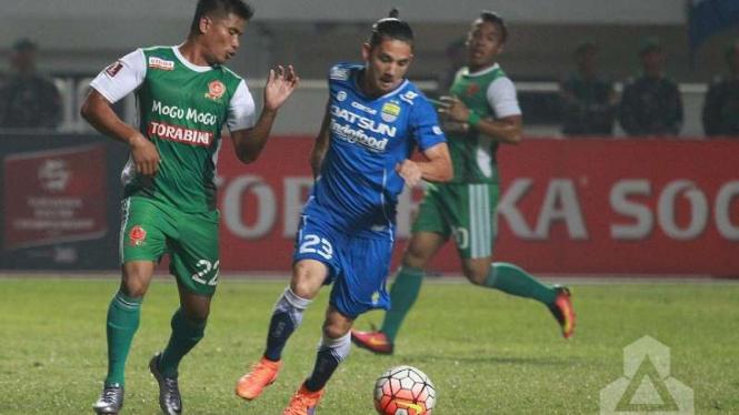 Pemain Persib Bandung, Kim Jeffrey Kurniawan (tengah)