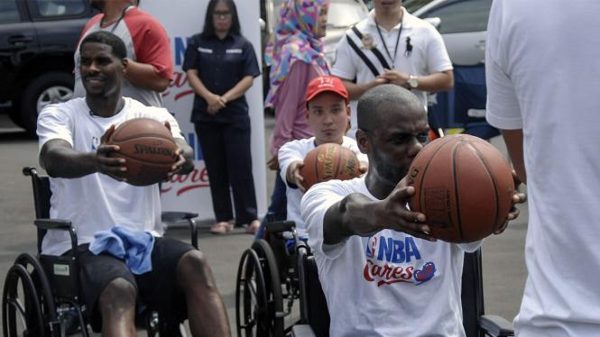 Pemain NBA Marvin Williams Ajari Anak Disabilitas Main Basket