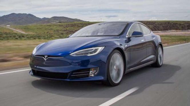 Tesla Model S P90D. Ilustrasi