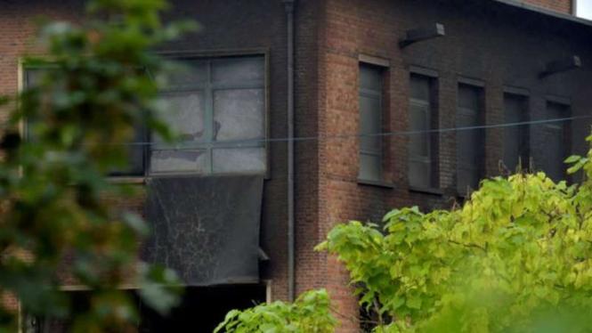 Sebagian gedung laboratorium kriminologi yang terbakar di Belgia.