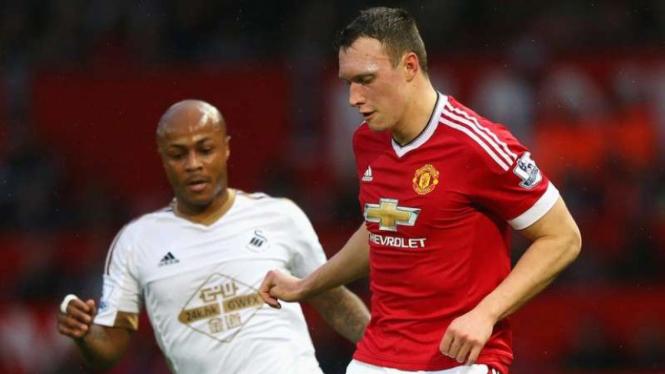 Pemain belakang Manchester United, Phil Jones