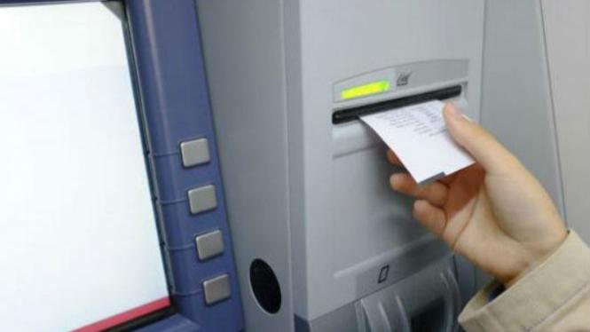 Ilustrasi transaksi ATM.