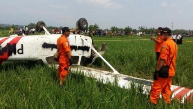 Ilustrasi Pesawat Latih Cessna PW WTK Jatuh di sawah, Cirebon.