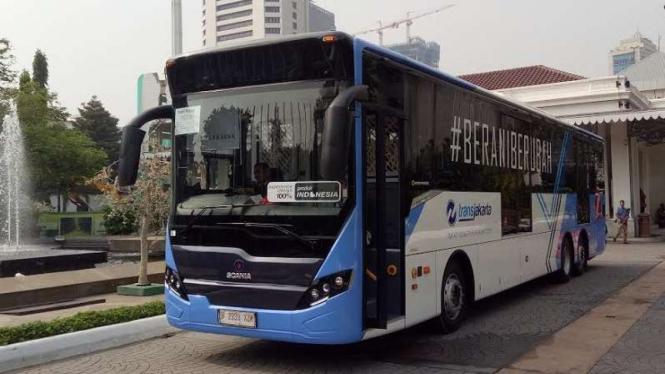 Ilustrasi Bus Maxi TransJakarta