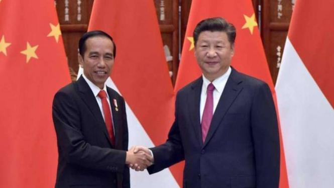 Presiden Jokowi (kiri) bersama Presiden China Xi Jinping (kanan).