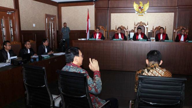 Ahok dalam suatu sidang di pengadilan negeri.