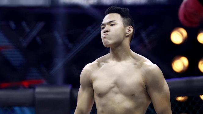 Willy Taklukan Angga di One Pride MMA Season 2