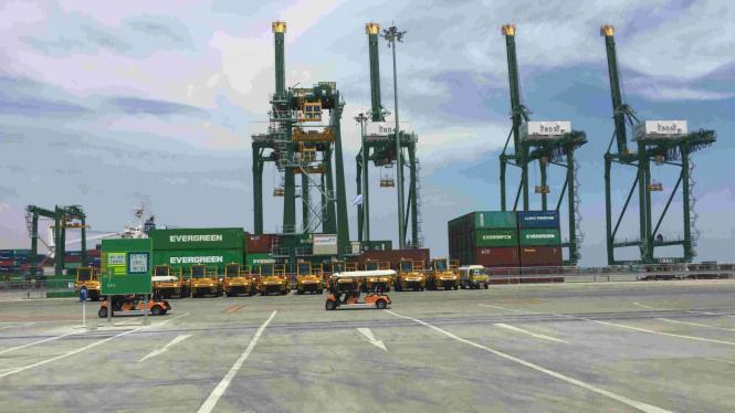 Pelabuhan Peti Kemas Kalibaru, Tanjung Priok.