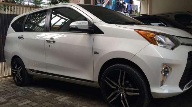 Toyota Calya pakai pelek 17 inci.