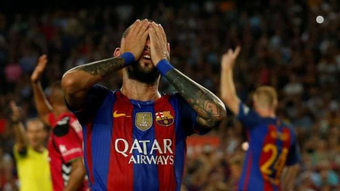 Pemain belakang Barcelona, Aleix Vidal.
