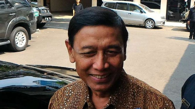 Menteri Koordinator Bidang Politik Hukum dan Keamanan, Wiranto.