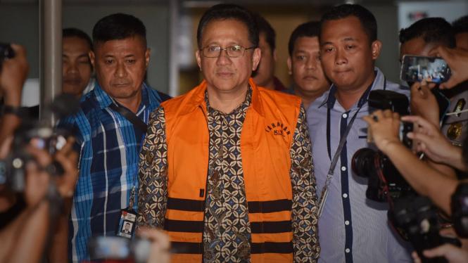 Mantan Ketua DPD RI, Irman Gusman, ditangkap KPK.