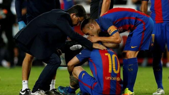 Lionel Messi menderita cedera dalam laga kontra Atletico Madrid