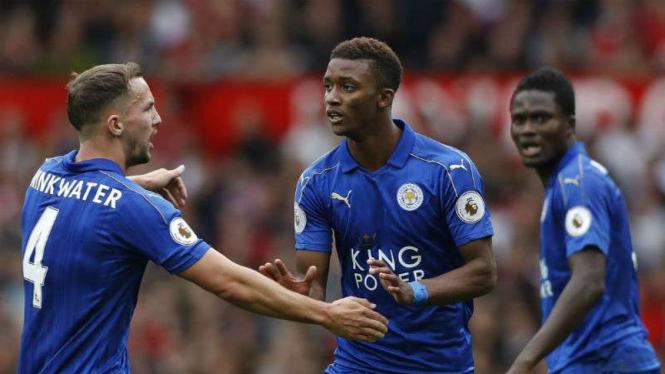 Pemain Leicester City rayakan gol