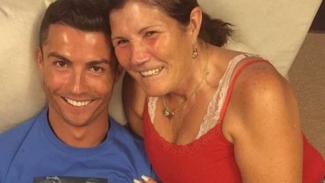Cristiano Ronaldo dan ibunya, Dolores Aveiro