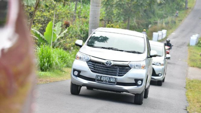 Toyota Avanza di pegunungan Jawa Tengah