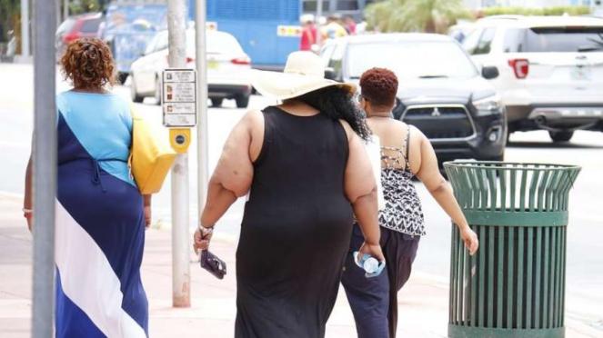 wanita Obesitas liburan