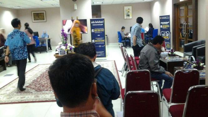 Suasana kantor pajak besar Sudirman di hari terakhir tax amnesty periode I