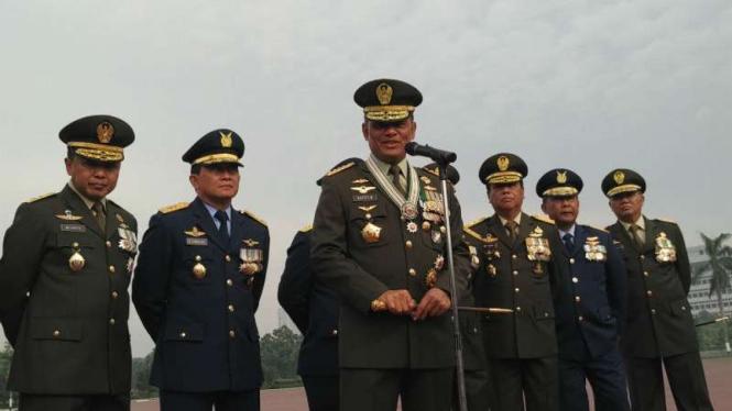 Jenderal Gatot Nurmantyo saat menjabat Panglima menjadi inspektur upacara HUT ke-71 TNI