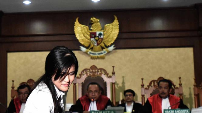Jessica Kumala Wongso memasuki ruang sidang Pengadilan Negeri Jakarta Pusat