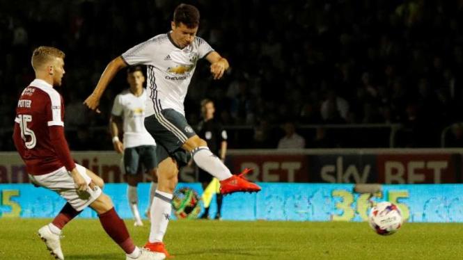 Gelandang Manchester United, Ander Herrera (kanan).