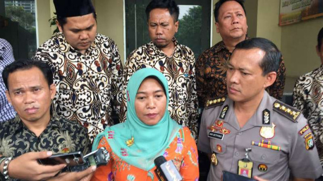 Ketua Badan Pengawas Pemilu (Bawaslu) DKI Jakarta, Mimah Susanti (tengah).
