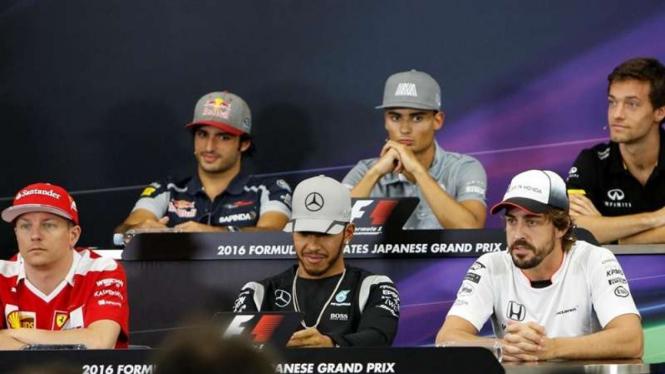 Lewis Hamilton saat menghadiri konferensi pers F1 GP Jepang