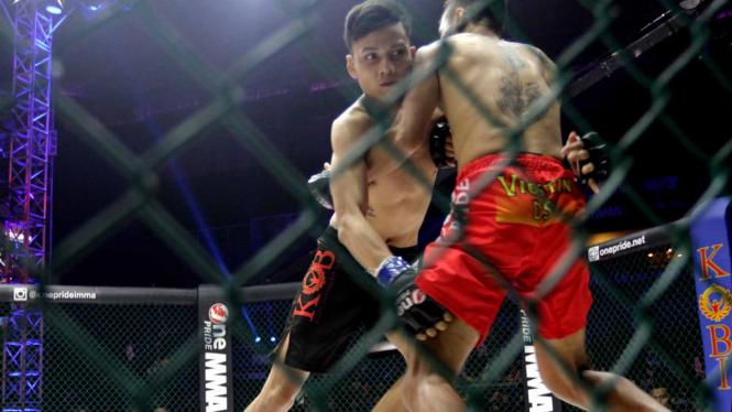 Salah satu pertarungan One Pride MMA.