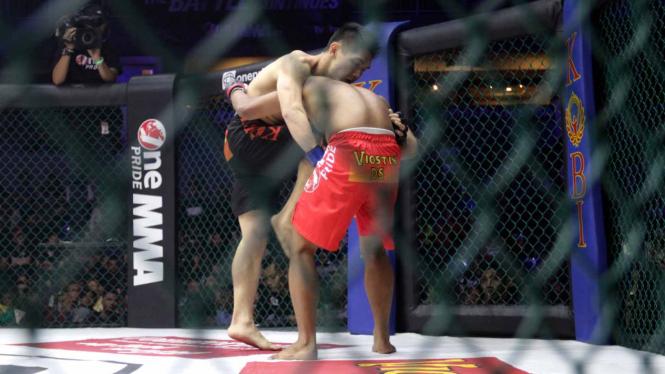 Salah satu pertarungan One Pride MMA