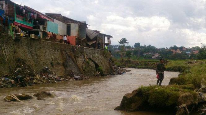 Dok Bantaran Sungai Cimanuk di Kabupaten Garut, Jawa Barat, pada Senin, 10 Oktober 2016.