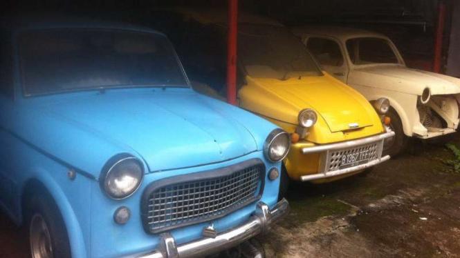 Koleksi mobil tua.